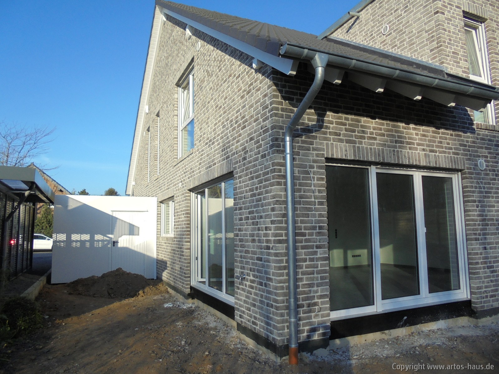 Artos-Haus, Lieferung und Montage 2 Garagen, Bild 2