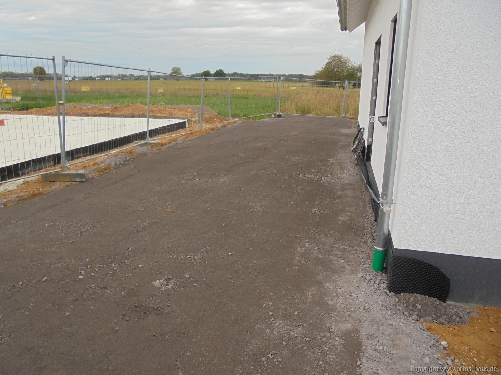 Entwässerung und Aufbau Terrasse und Garagenzufahrt ARTOS HAUS Bild 2
