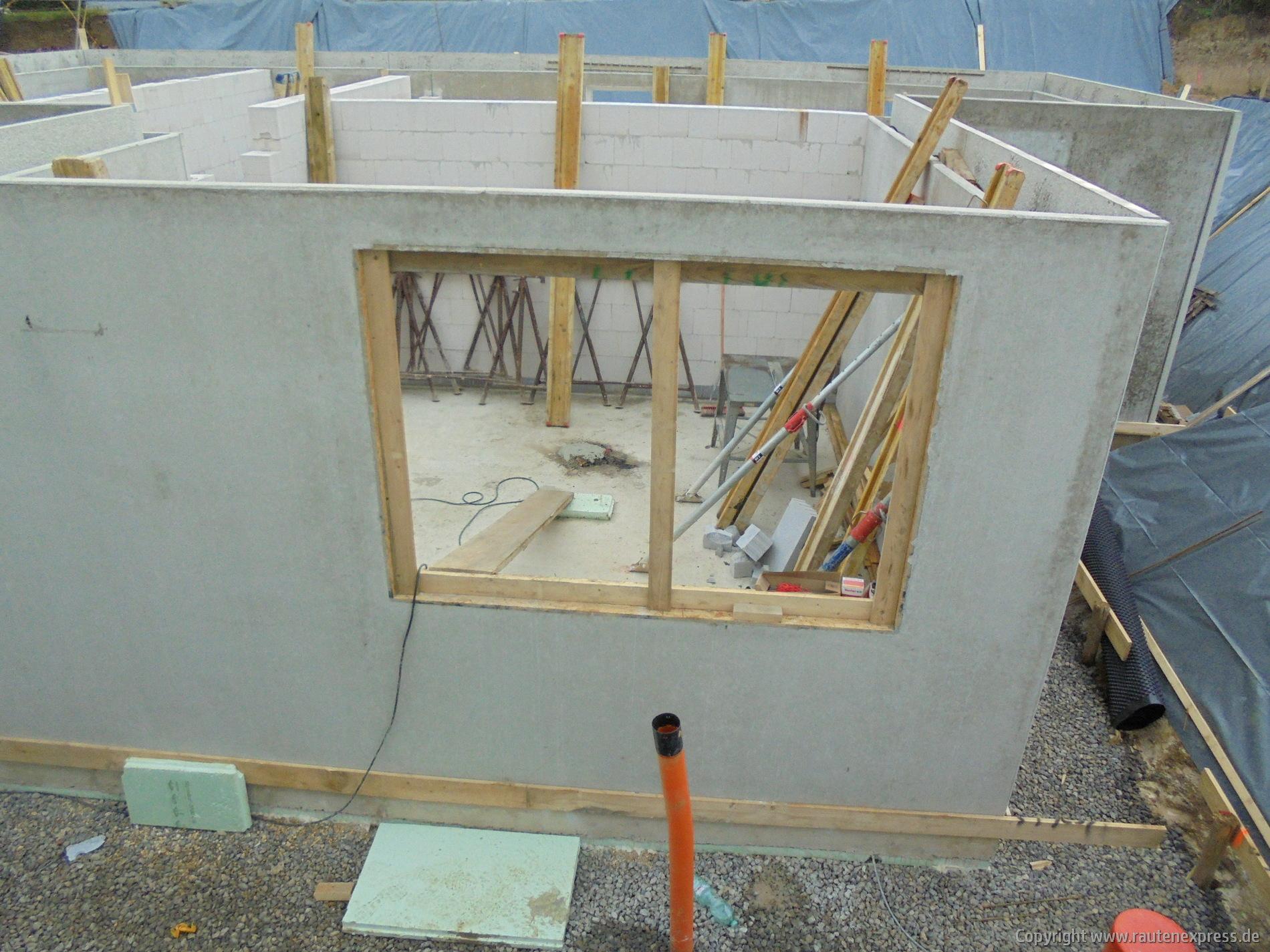 Kellerwände werden aufgestellt | artos-haus.de Bild 6