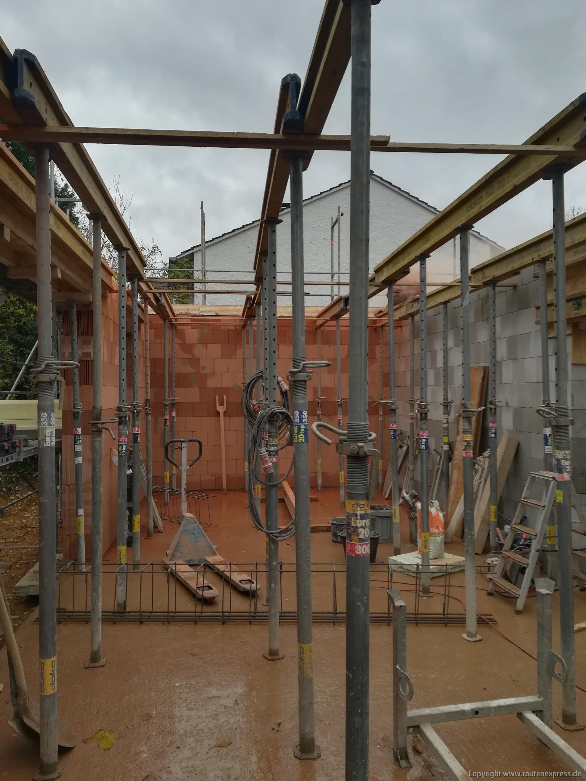 Notwendiges Stützwerk für die Erdgeschoßdecke | ARTOS HAUS 2019 Bild 2