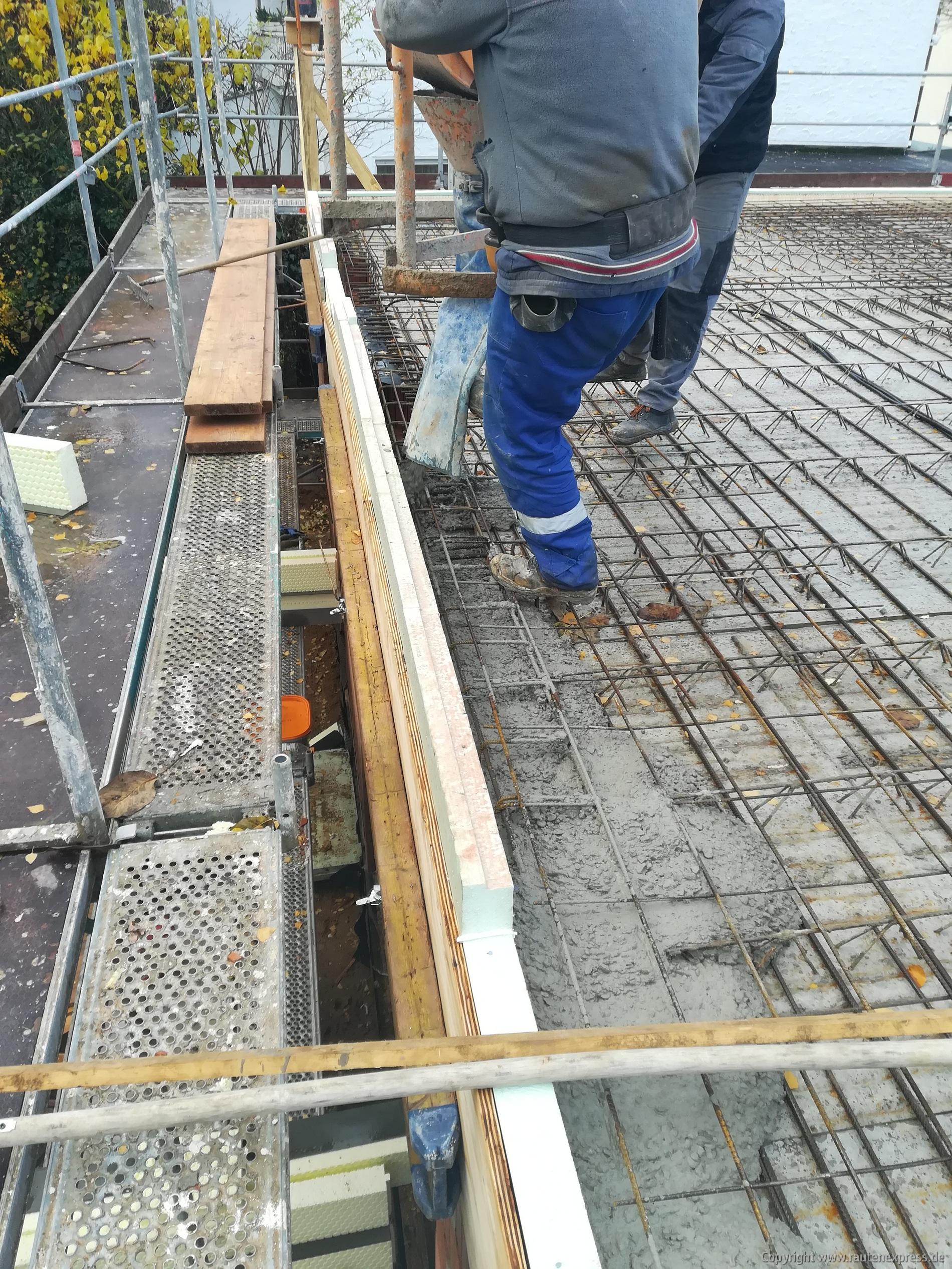 Beton wird verdichtet | ARTOS HAUS BIld 2