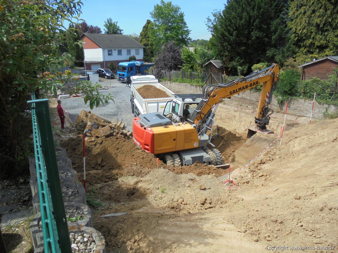 Erdarbeiten Mehrfamilienhaus www.artos-haus.de Bild 3