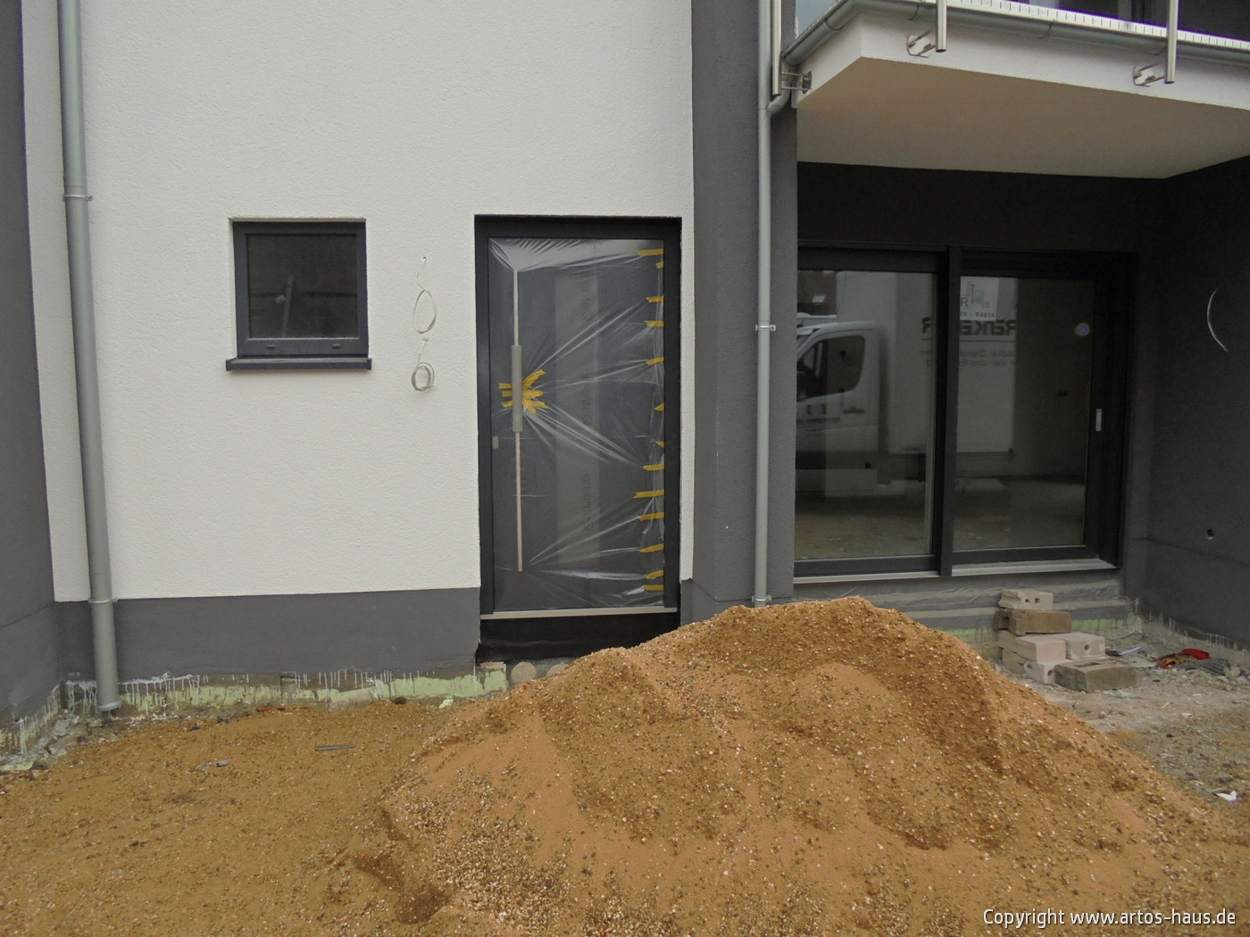 www.artos-haus.de / Einbau Haustüre in MFH BILD 3