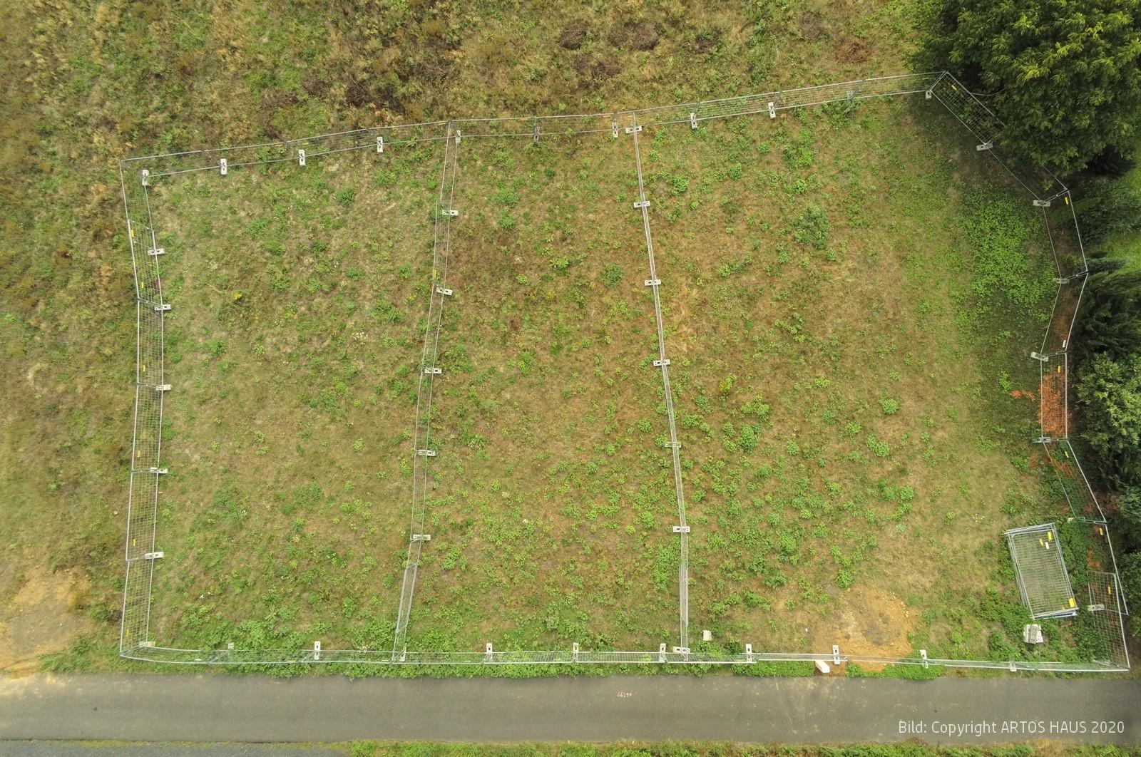 ARTOS-HAUS Bauvorhaben, das rd. 1800 m² Grundstueck aus der Luft