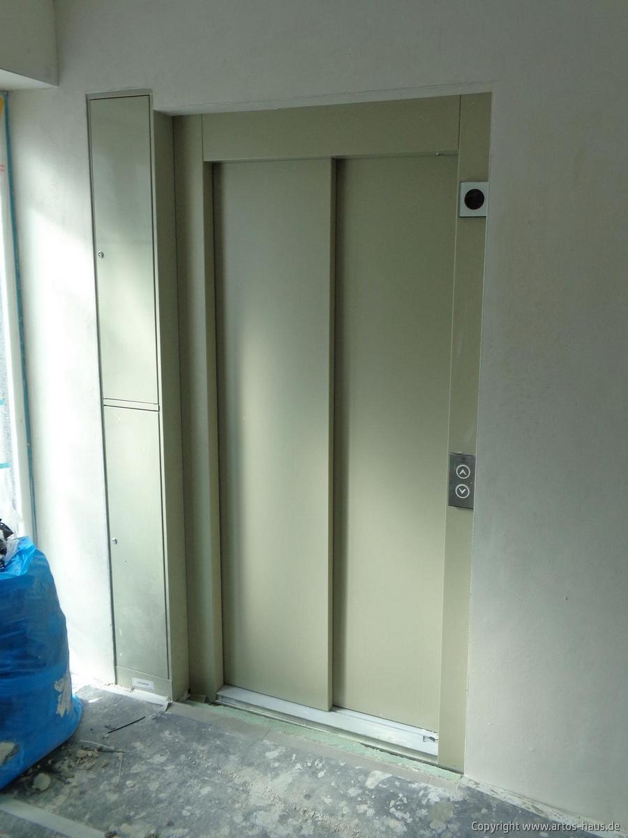 Inbetriebnahme des Aufzuges im Mehrfamilienhaus ARTOS-HAUS Bild 1