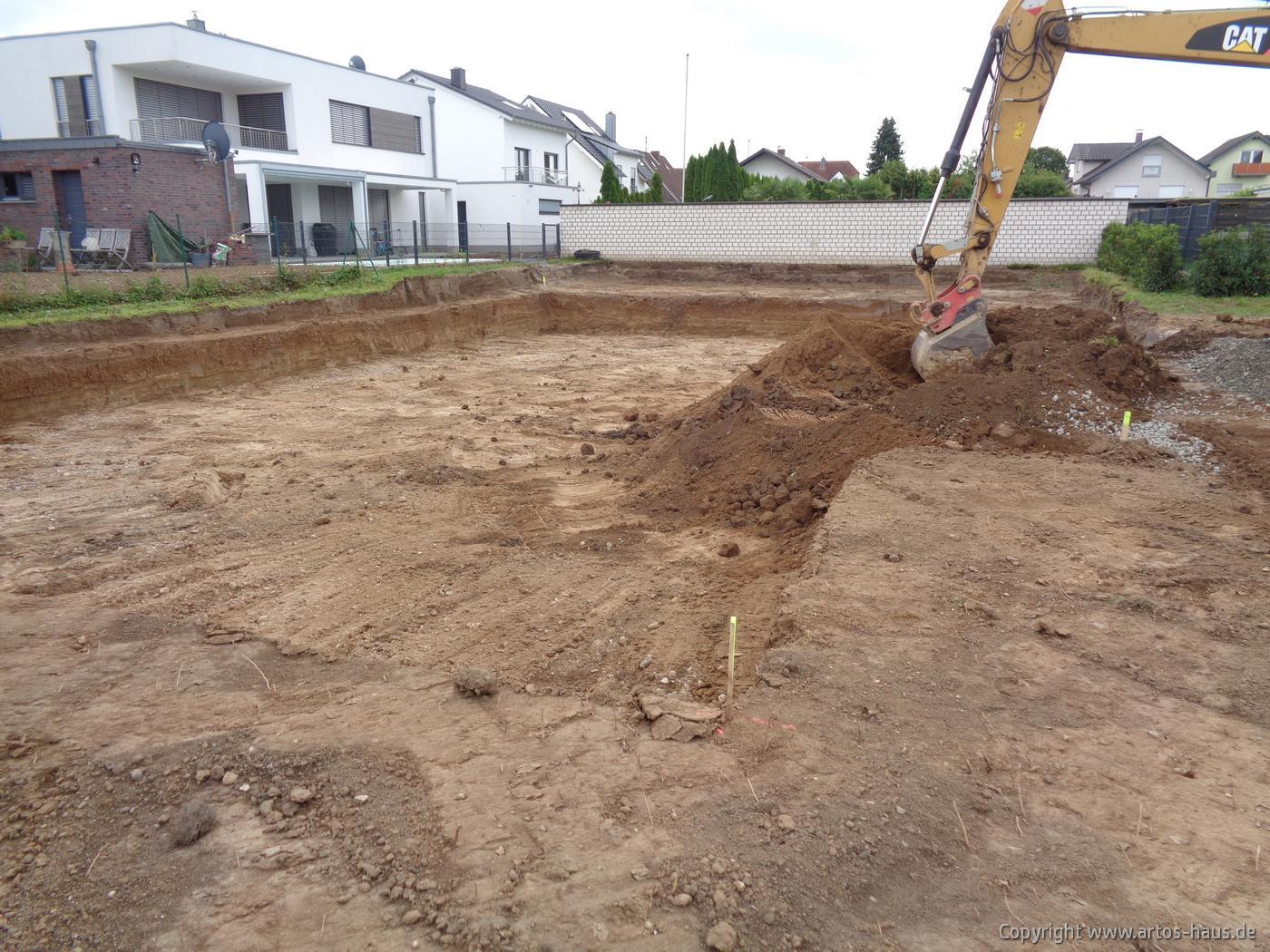 Erdarbeiten beim BV in Niederkassel, August 2021. ARTOS-HAUS Planen & Bauen Bild 1