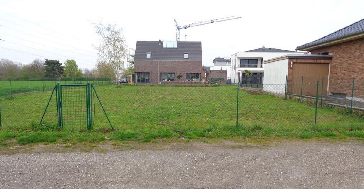 Grundstück-Niederkassel vor Baubeginn Juli 2021 ARTOS-HAUS